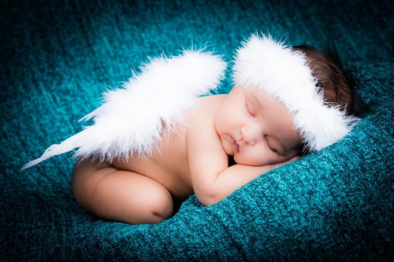 Baby angel wings wallpaper